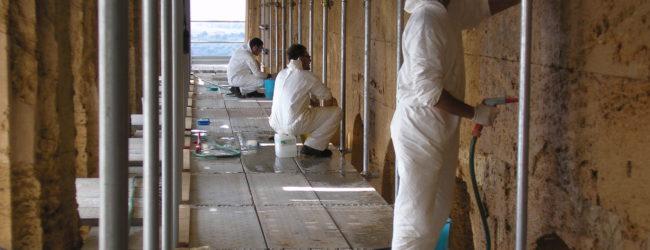 Restauratori al lavoro nel Tempio della Concordia di Agrigento